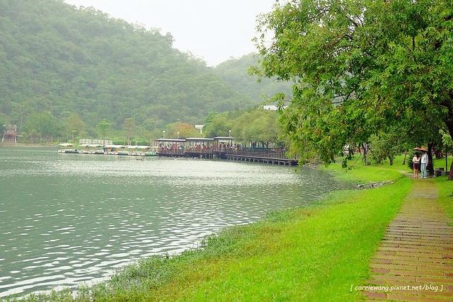 梅花湖風景區:坐擁湖光美景,還可以坐船遊湖,騎腳踏車環湖 @飛天璇的口袋