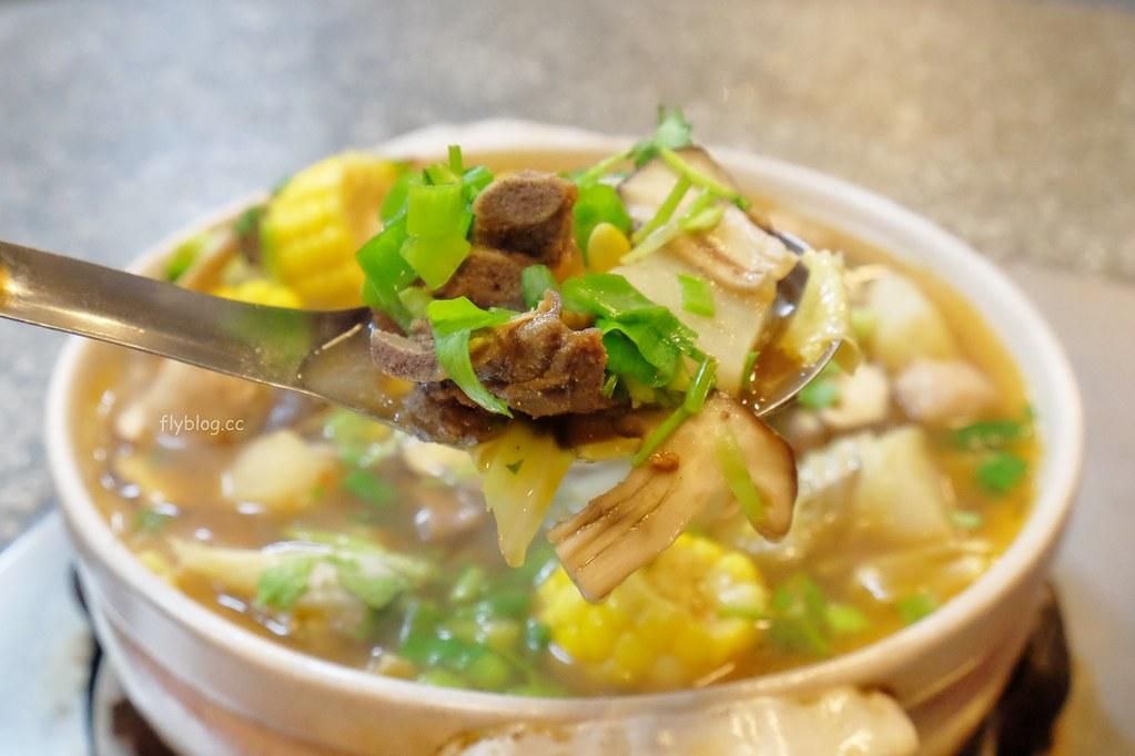 石桌羊肉爐:在棚子裡面吃羊肉爐,還有很多熱炒可以選擇 @飛天璇的口袋