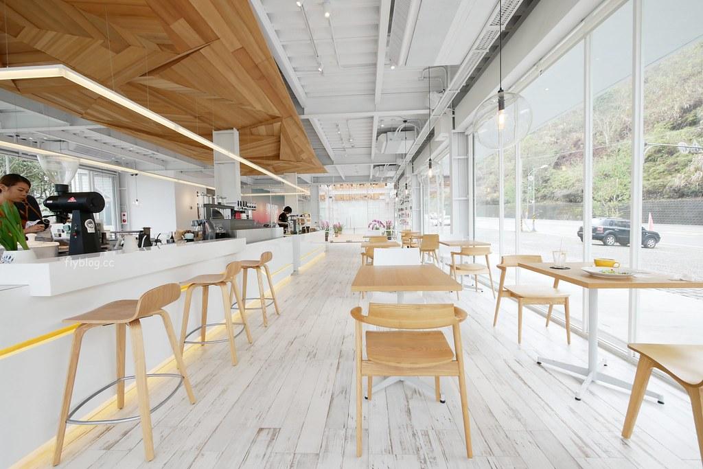 蠻荒咖啡 Desolate Coffee:日月潭新亮點!超美落地窗咖啡館,喝咖啡也可以遠眺山巒美景 @飛天璇的口袋