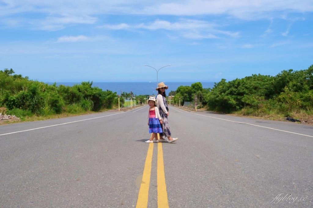 【台東太麻里】太麻里車站:一走出車站就是海天一色的美景,筆直的大道好像要直通太平洋一樣 @飛天璇的口袋