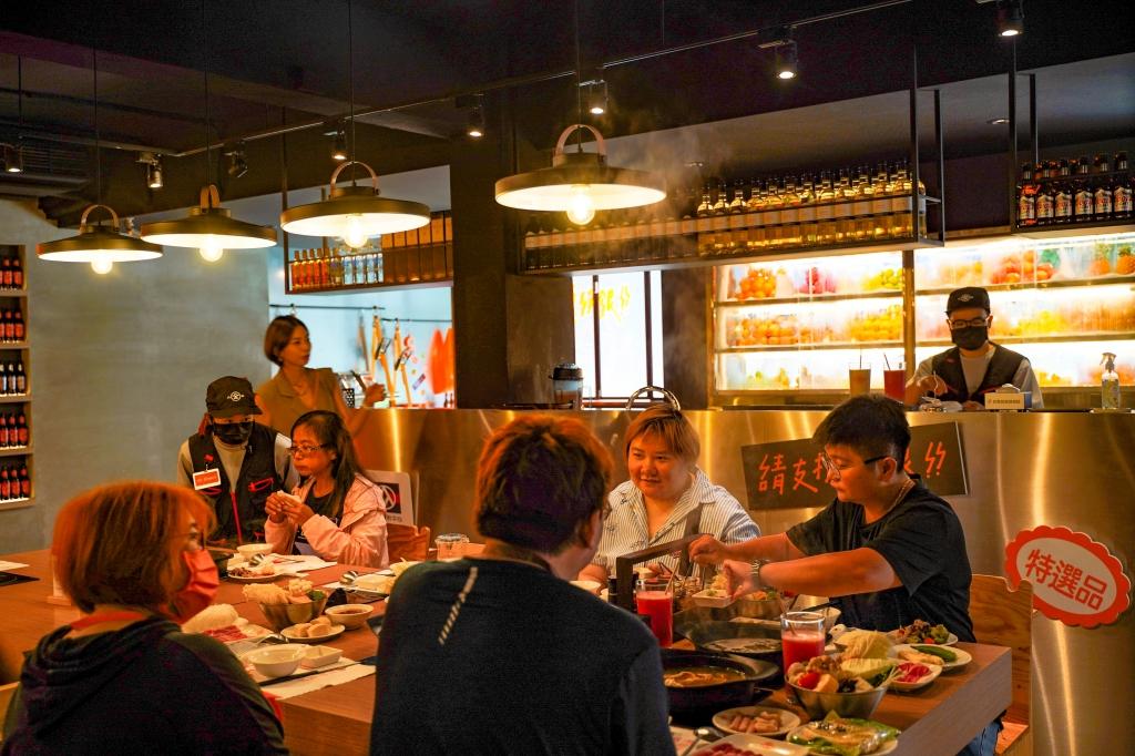 全聯開火鍋店!全火鍋:名廚湯頭 x 限量米其林星級沾醬 #快閃體驗店 @飛天璇的口袋