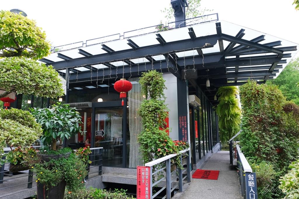 【南投埔里】土角厝水上庭園餐廳:在旋轉餐廳品嚐親家母料理 @飛天璇的口袋