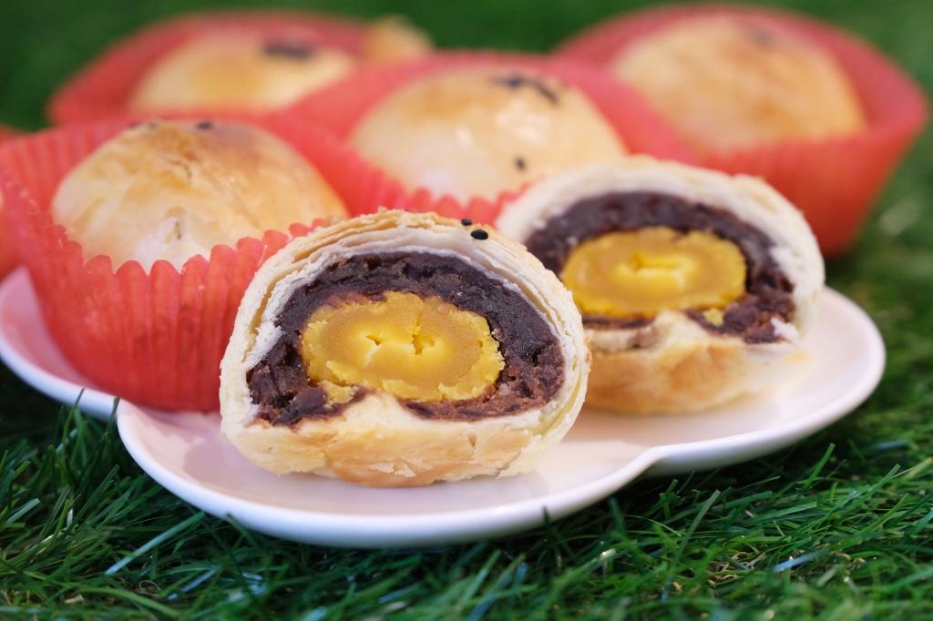 榮泉蛋黃酥:網友推薦的傳統蛋黃酥,傳承40年的古早味餅店 @飛天璇的口袋