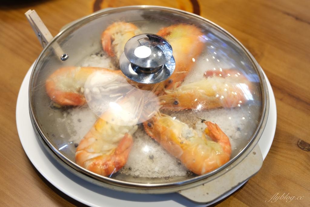 鴻龍宴餐廳:到碼頭吃活蝦料理,整艘大船開進餐廳 @飛天璇的口袋