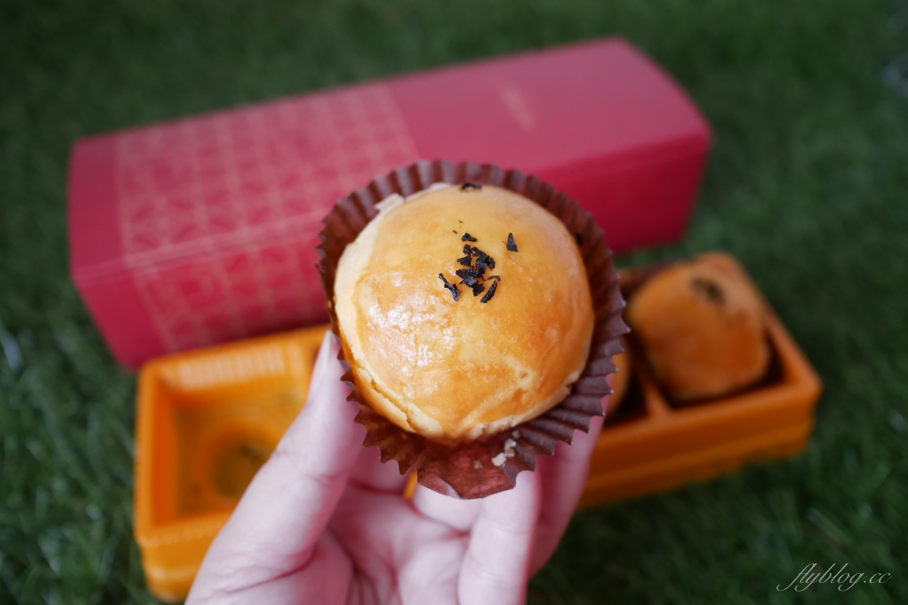 【台中西區】窩巷蛋黃酥:可愛的花窗中秋禮盒,品嚐一期一會的感動 @飛天璇的口袋