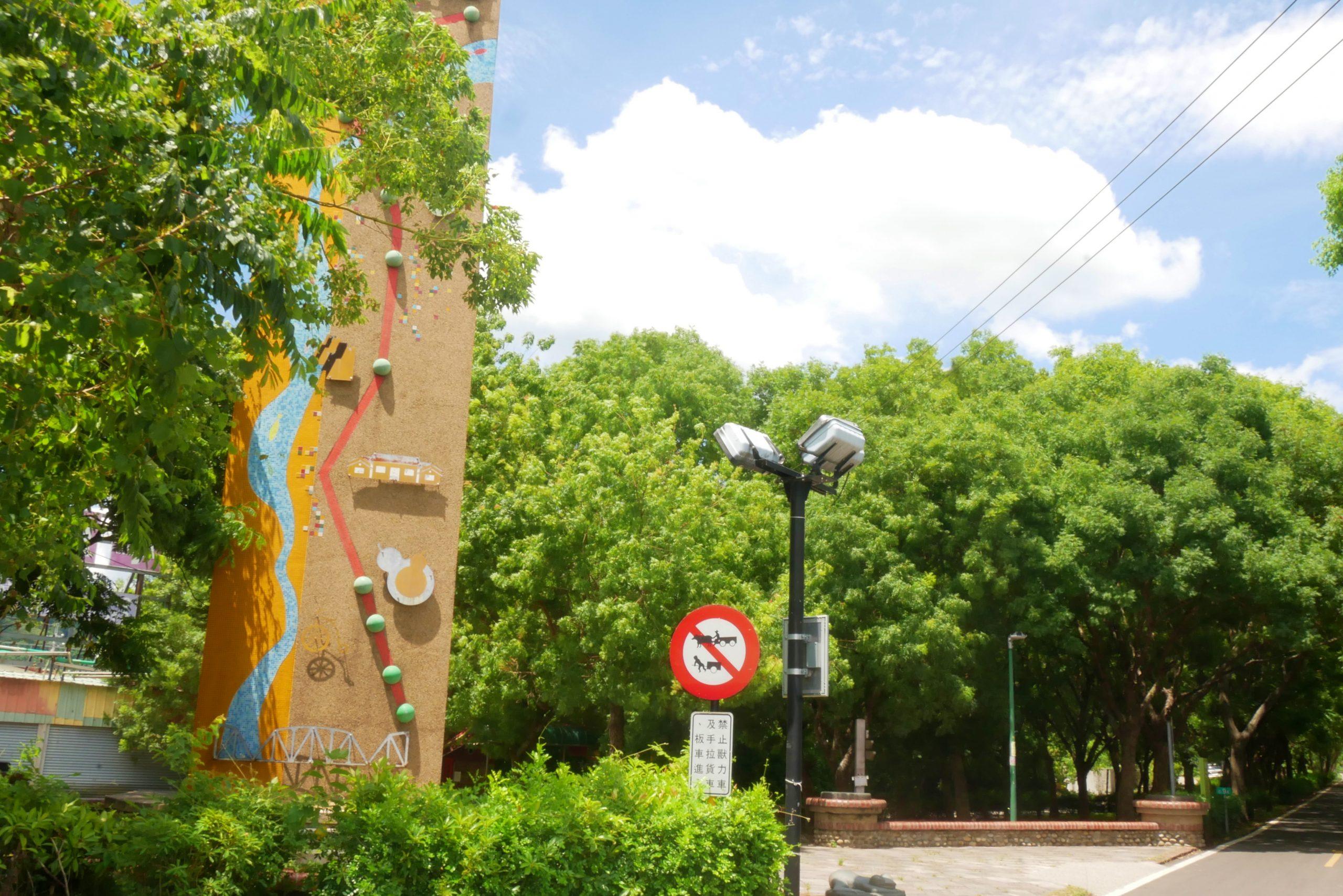 200 days:位於東豐綠色走廊旁的純白建築,IG熱門拍照打卡景點 @飛天璇的口袋