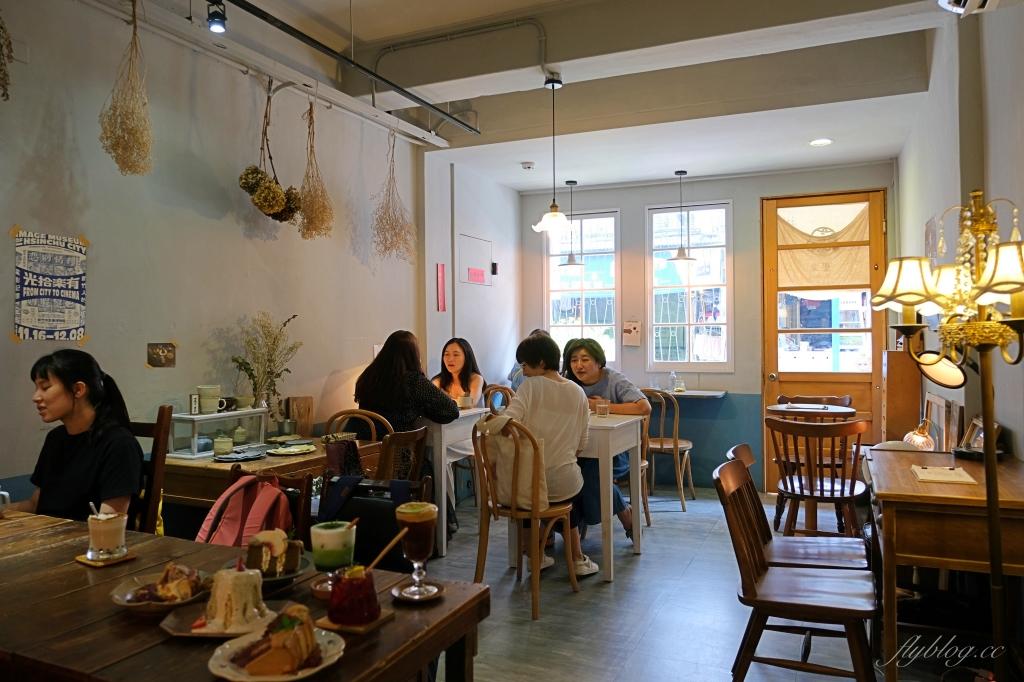 【台北中山】 疍宅Egghost:隱藏巷弄裡的老宅咖啡館,甜點和飲料都很有溫度 @飛天璇的口袋