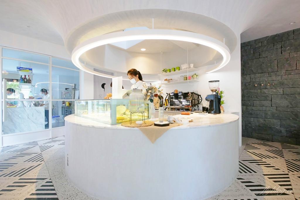 【台中西區】 侘寂甜點 Patisserie:台中存中街的純白建築甜點店 @飛天璇的口袋