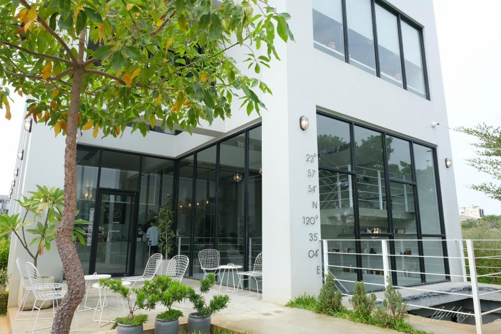 有片森林:純白落地窗韓風咖啡館,員林IG網美熱門打卡景點 @飛天璇的口袋