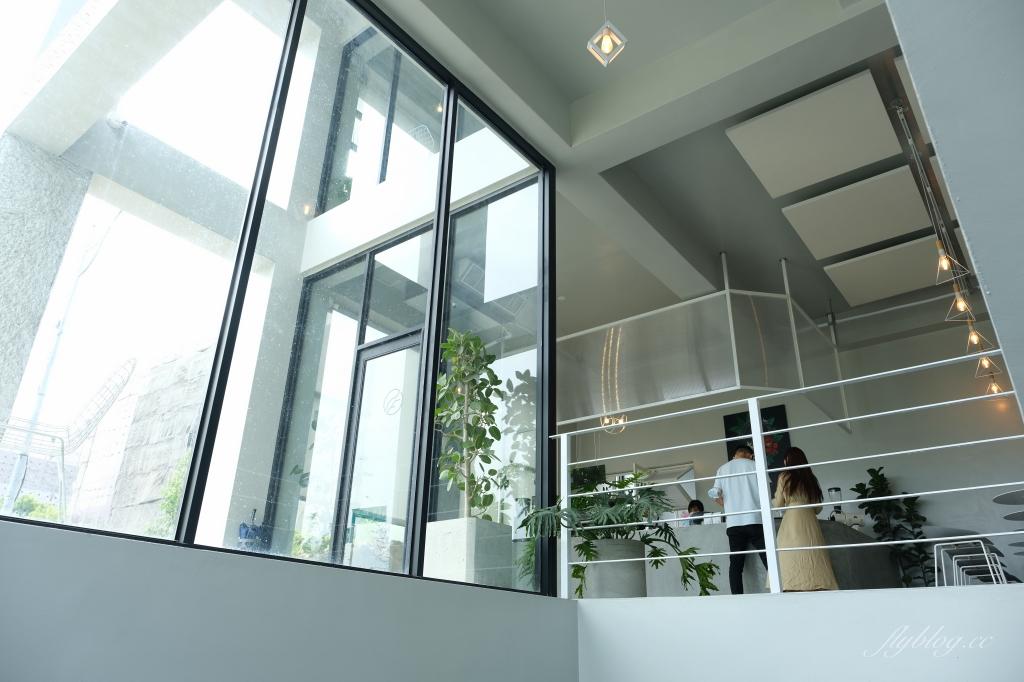 【彰化員林】有片森林:純白落地窗韓風咖啡館,員林IG網美熱門打卡景點 @飛天璇的口袋