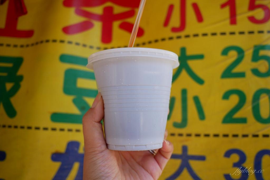 【台中豐原】橫街阿嬤紅茶攤:豐原在地50年的古早味,鐵桶碎冰紅茶綠豆沙搖搖冰 @飛天璇的口袋
