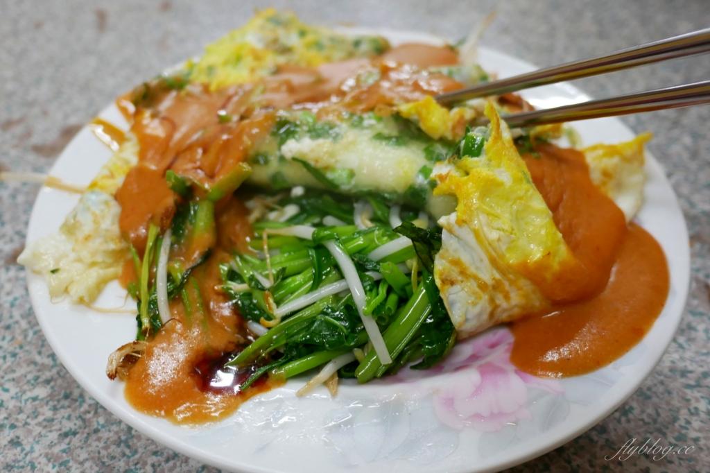 【台中豐原】正兆蚵仔煎:豐原廟東人氣美食,加了獨色花生醬料 @飛天璇的口袋