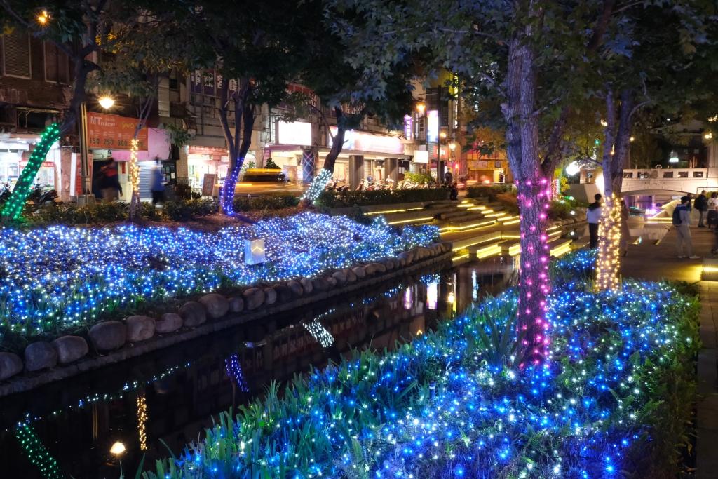 2020新盛綠川水岸廊道:台中好YA誕~2020聖誕節綠川水岸廊道點燈囉! @飛天璇的口袋