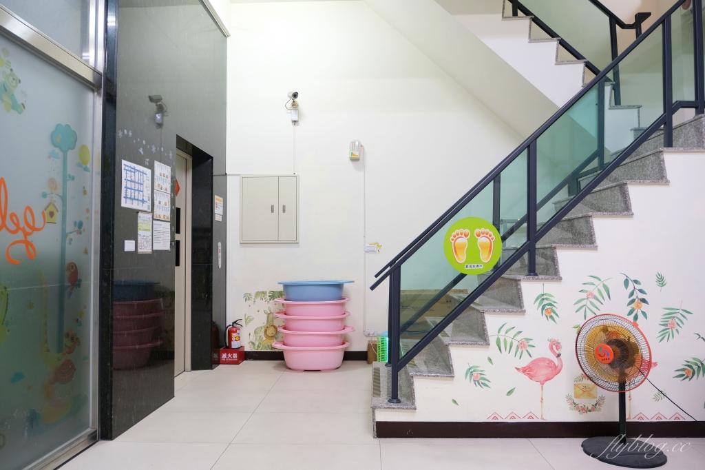 【台中東區】黃色風箏 Yellow Kite:台南親子民宿推薦,溜滑梯主題套房,還有特約停車場 @飛天璇的口袋
