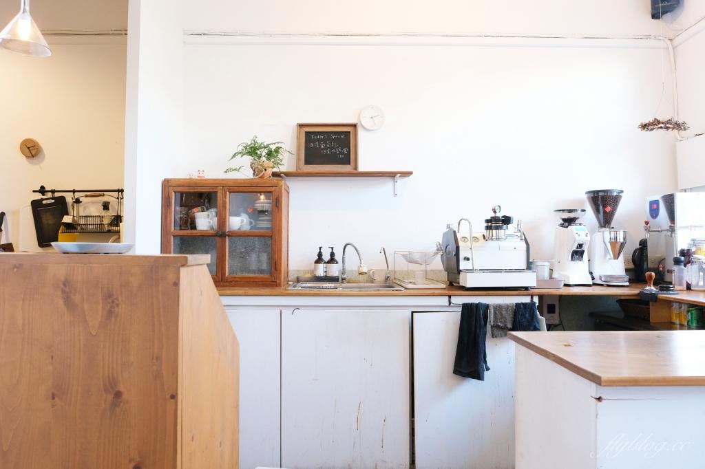 【嘉義東區】咖啡漫步:嘉義純白建築老宅咖啡館,很有溫度的空間和餐點(已歇業) @飛天璇的口袋