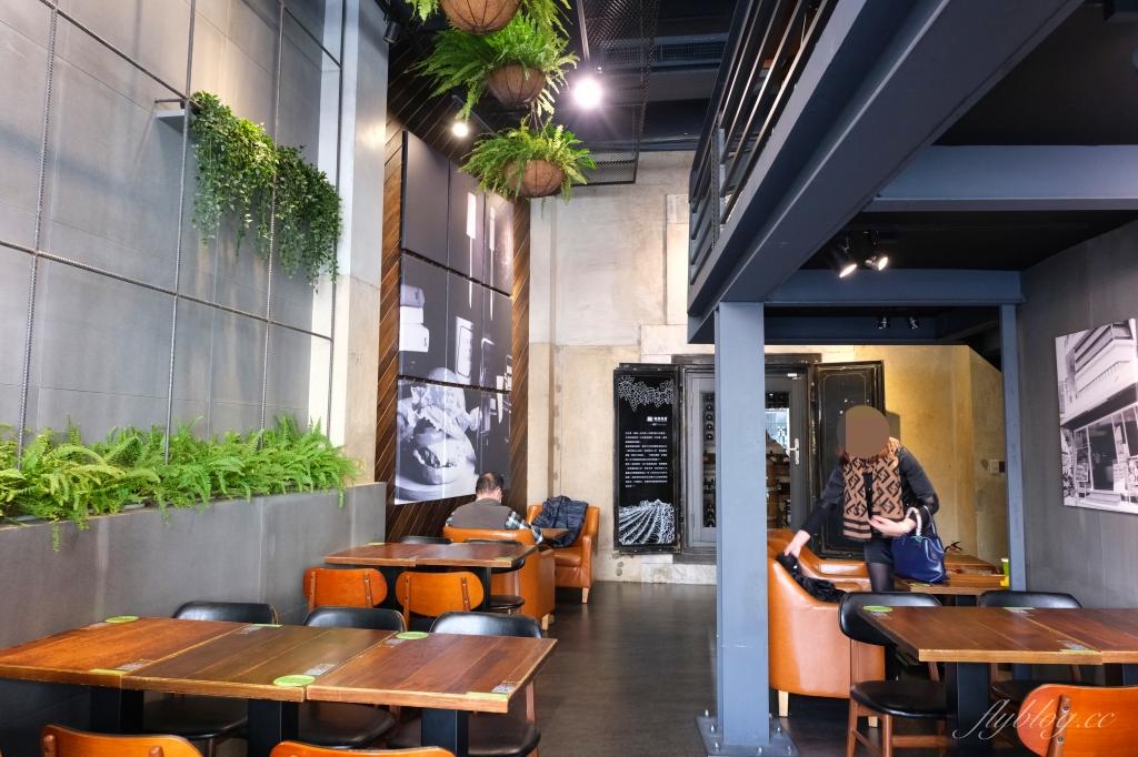 樂檸漢堡:金庫變酒窖穿短褲享優惠,最美的嘉義中山市府門市 @飛天璇的口袋