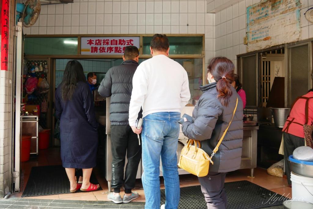 清水榮米糕:網友推薦在地人都吃這間,早起的鳥兒才吃得到 @飛天璇的口袋