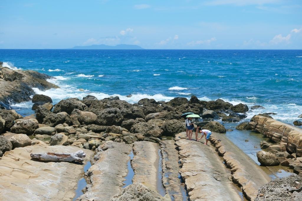 小野柳:充滿自然生態東部沿海地質教室,天氣好的時候還可以眺望綠島 @飛天璇的口袋
