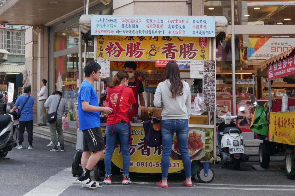 康家阿媽ㄟ粉腸:大甲鎮瀾宮前超人氣美食,傳承60年媒體爭相報導 @飛天璇的口袋