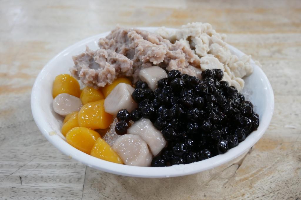 阿香芋圓:大甲鎮瀾宮廟旁小吃美食,超過20種配料滿滿滿的誠意 @飛天璇的口袋