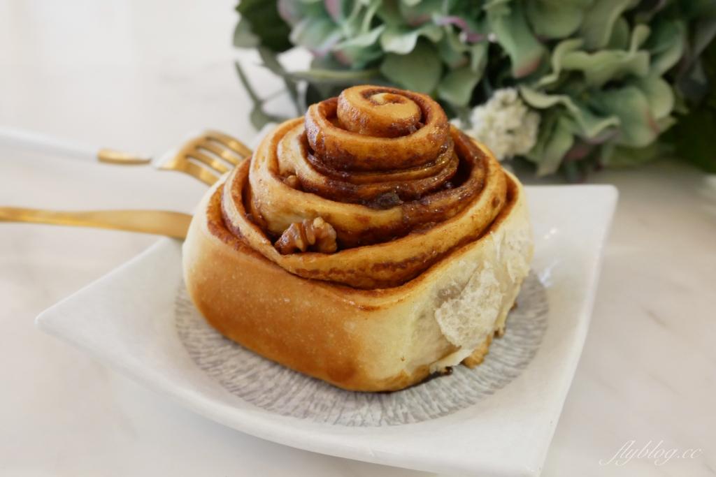 烘best咖啡、甜點、親子共學:台中超人氣肉桂捲專賣店,二樓還有手作烘焙教學 @飛天璇的口袋
