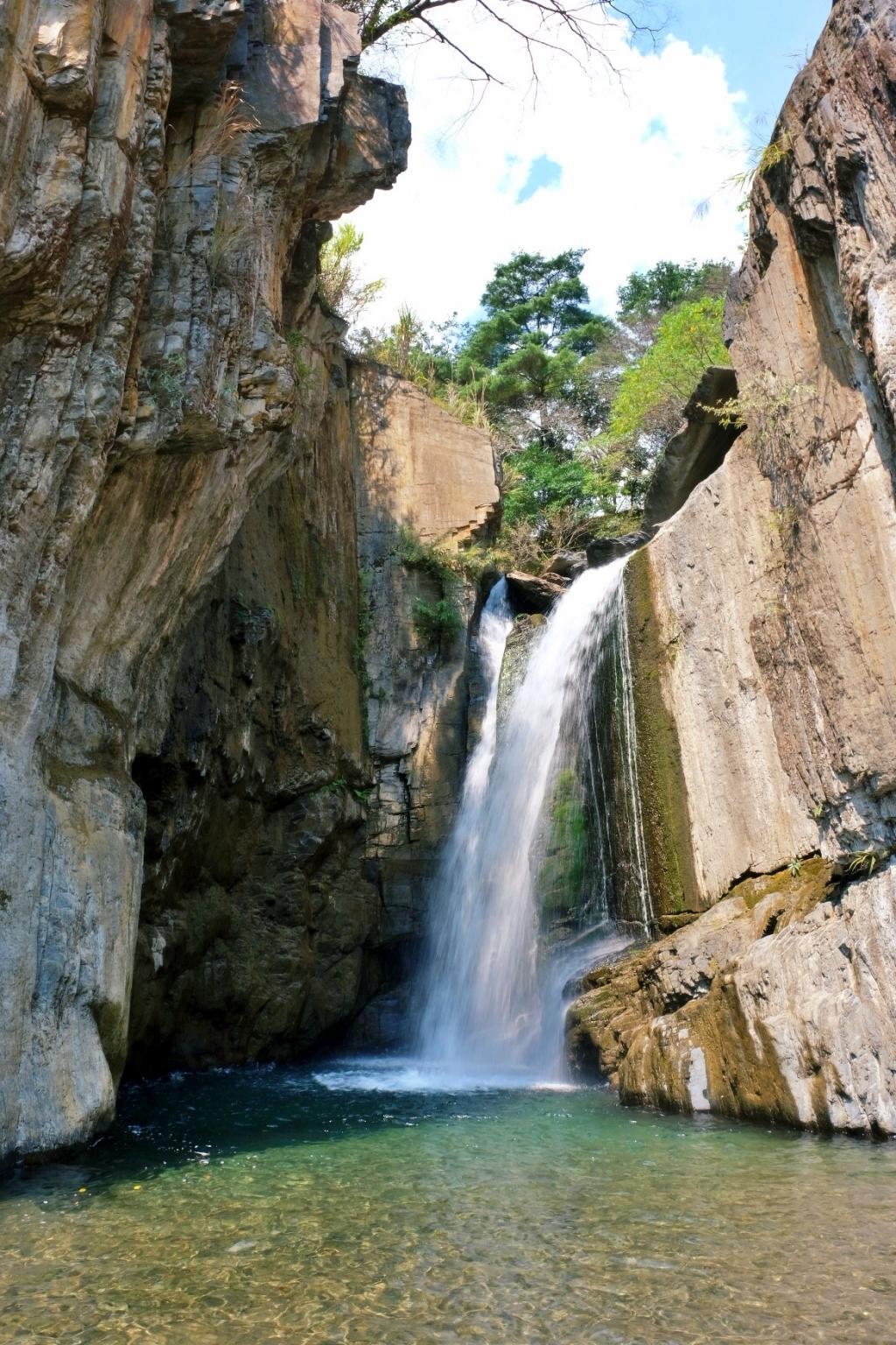 夢谷瀑布:步行5分鐘欣賞自然美景,15公尺高的懸谷式瀑布 @飛天璇的口袋