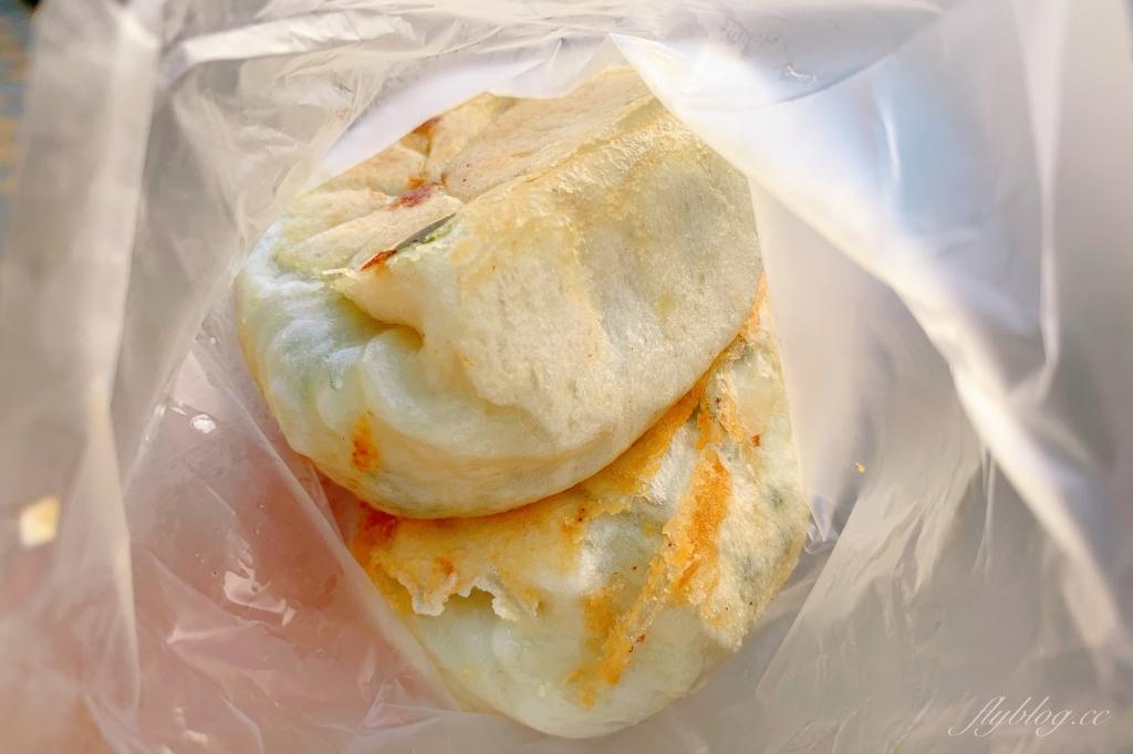 【台中南屯】 周記水煎包:隱身黎明市場內的銅板美食,最接地氣的台式下午茶點心 @飛天璇的口袋