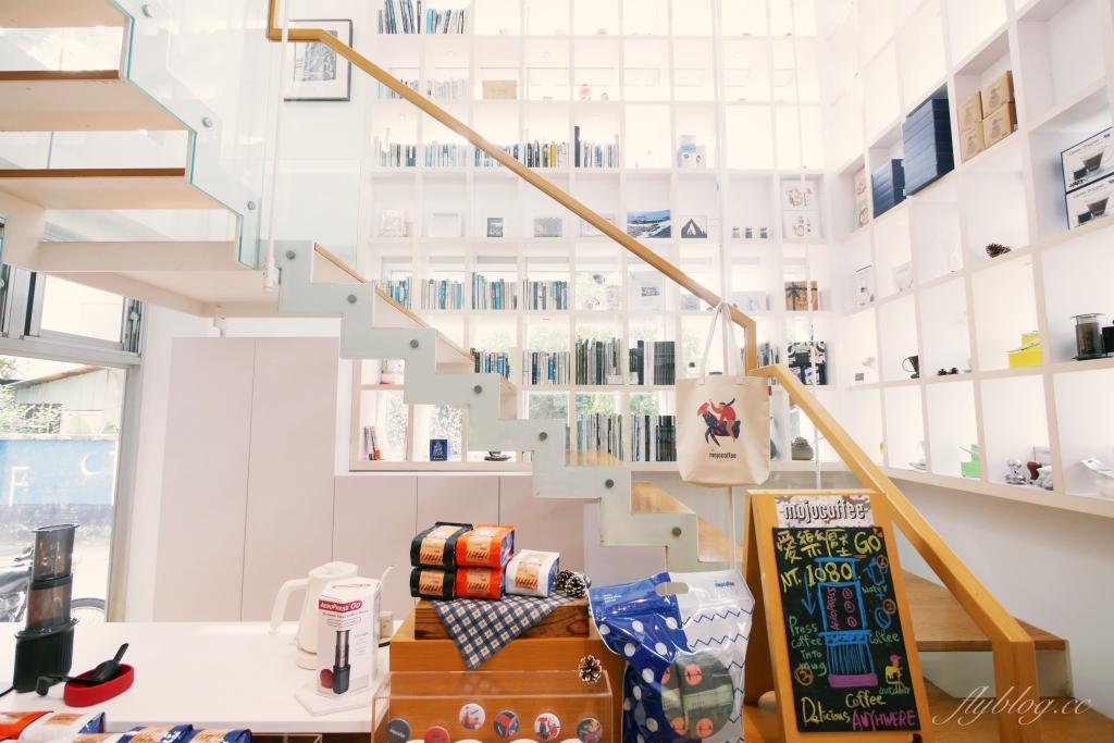 The Factory Mojocoffee:台灣最棒的25間咖啡廳台中第一名,座落於精明商圈巷弄裡的純白建築 @飛天璇的口袋