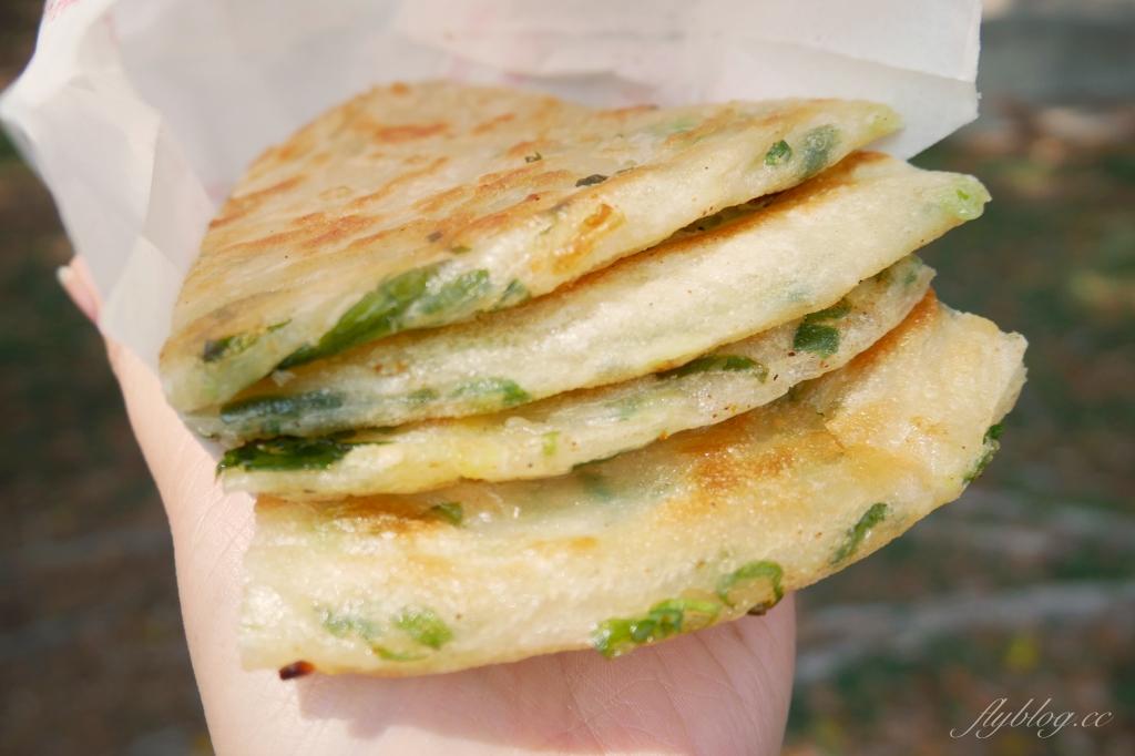 黎明新村跩姨蔥油餅:在地30年的古早味美食,每日現撖現煎賣完即收 @飛天璇的口袋