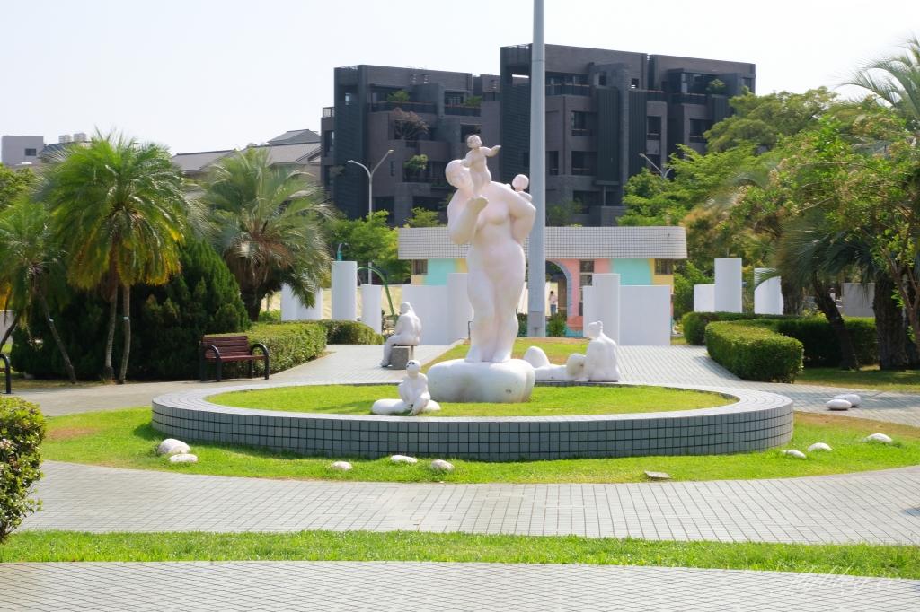 豐樂雕塑公園:台灣第一座公立露天雕塑公園,台中捷運步行5分鐘抵達 @飛天璇的口袋