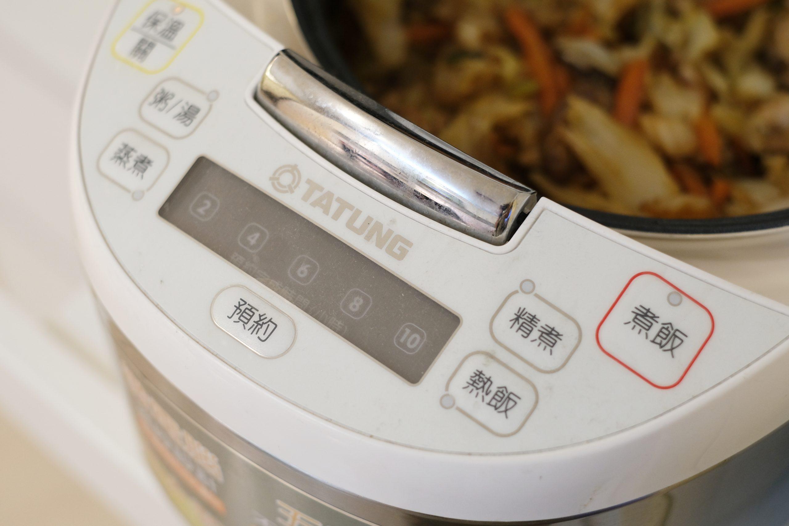 高麗菜飯:用電鍋煮高麗菜飯,古早味料理輕鬆上桌 @飛天璇的口袋