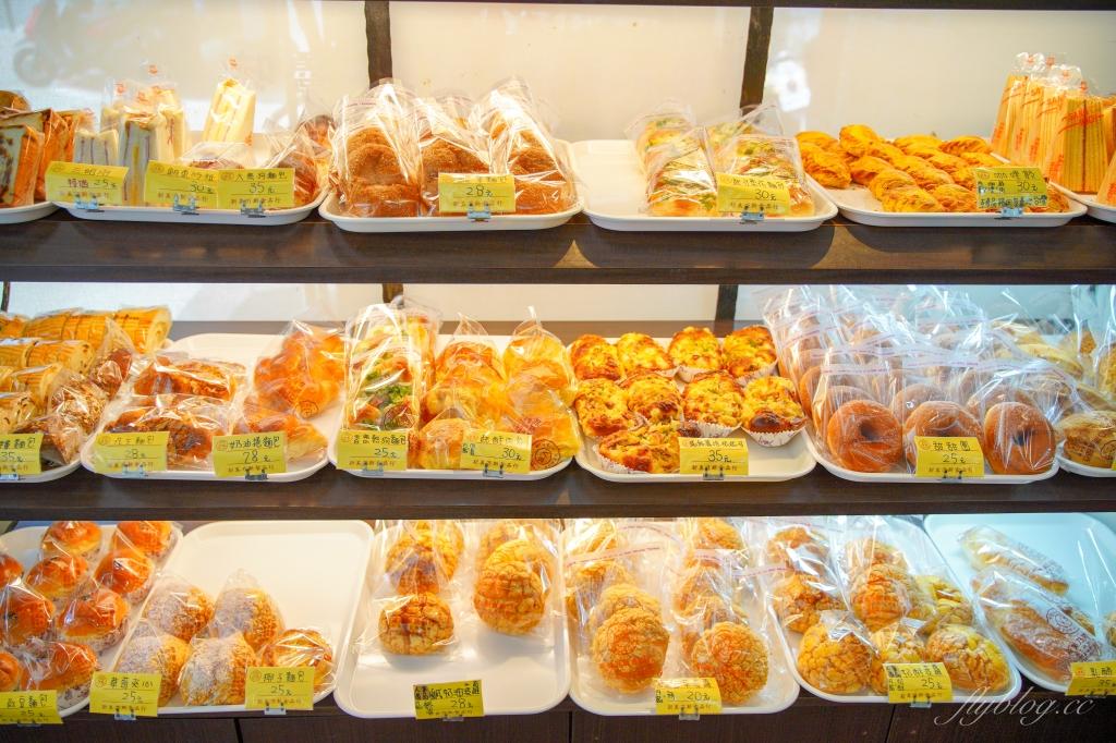 【新竹東區】新美乃斯食品行:被麵包店耽誤的滷味行,菠蘿麵包也是推薦必買 @飛天璇的口袋