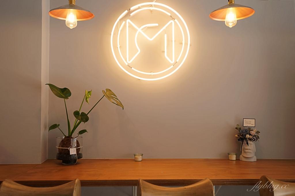 【台中西區】 Mirror Room:台中純白落地窗建築,澳式早午餐咖啡館推薦 @飛天璇的口袋