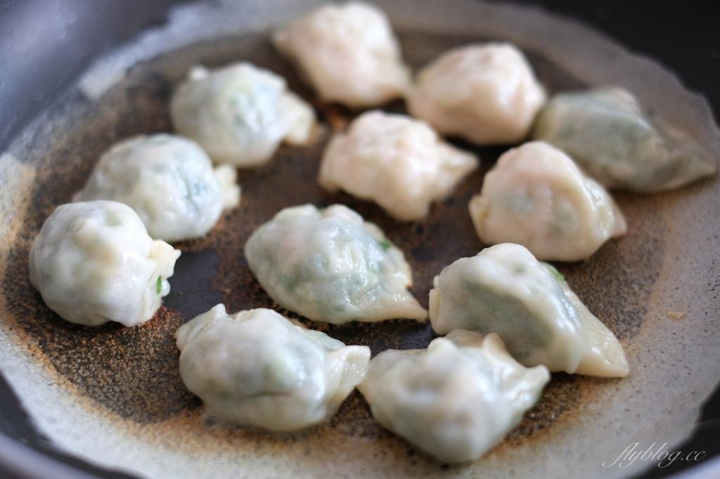 冰花煎餃:如何作出美味的冰花水餃,麵粉水的比例很重要 @飛天璇的口袋
