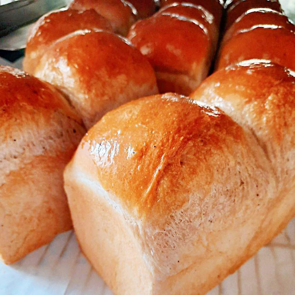 香榭烘焙坊:夏天就是要吃芒果蛋糕,北屯傳統老字號麵包店 @飛天璇的口袋