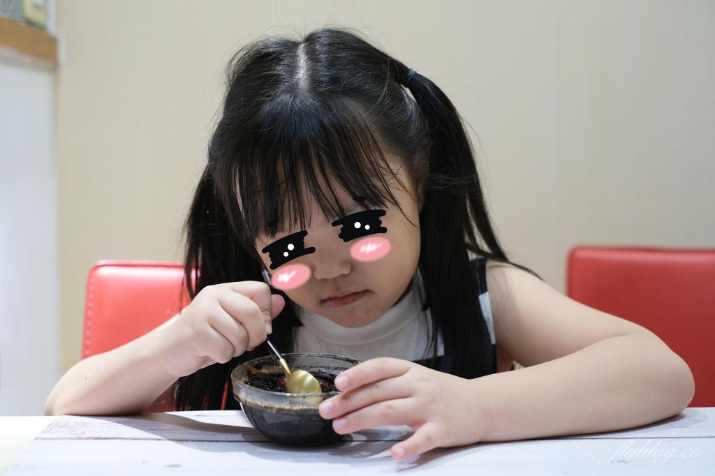 Oreo布朗尼:免烤箱!Oreo餅乾加牛奶攪一攪,10分鐘變身布朗尼蛋糕 @飛天璇的口袋