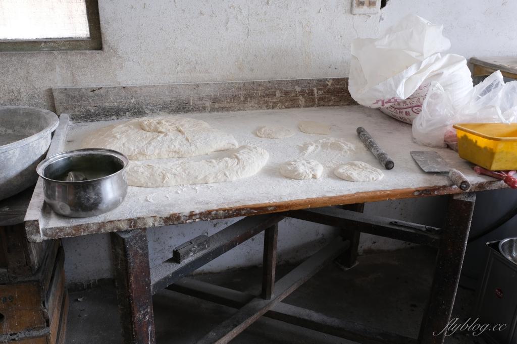 后里山東蔥油餅:位於低調的民宅內,在地人才知道的韭菜盒子蔥油餅 @飛天璇的口袋