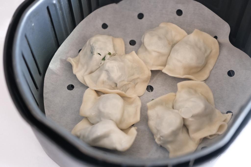 【食譜分享】氣炸鍋煎餃:過水30秒小訣竅,不用10分鐘一盤酥脆煎餃上桌了 @飛天璇的口袋
