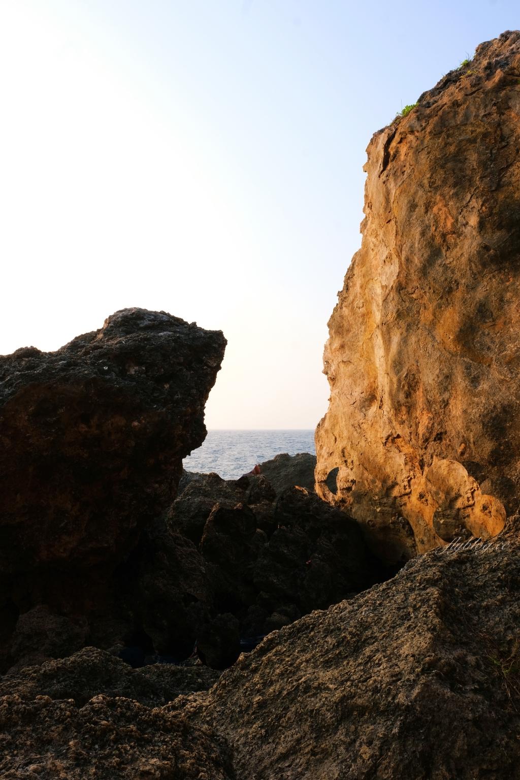 【屏東小琉球】永安橋遺址:最棒的欣賞落日秘境,遠古流傳的珊瑚岩 @飛天璇的口袋