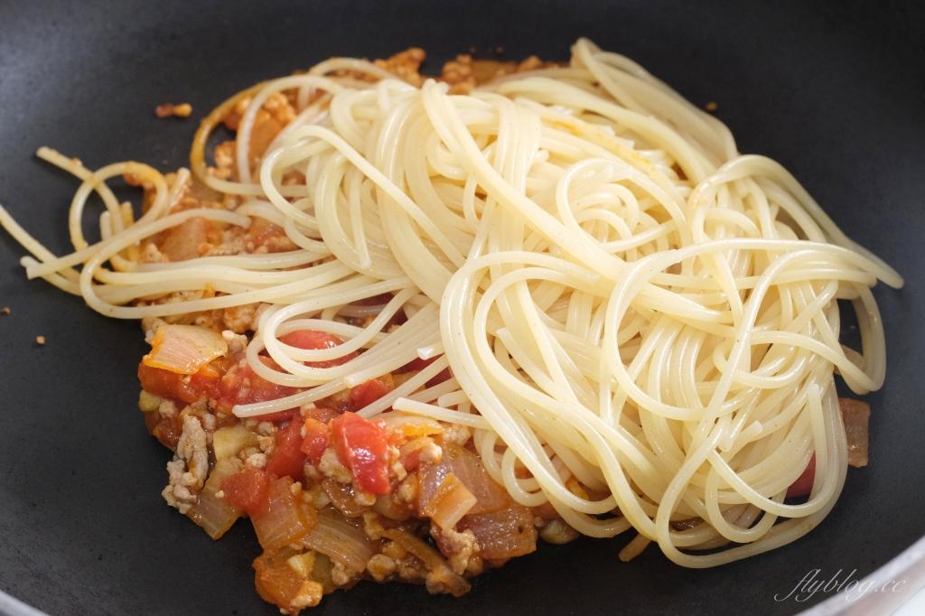 【食譜分享】番茄肉醬義大利麵:最簡易版偷吃步的做法,第一次煮紅醬就上手 @飛天璇的口袋