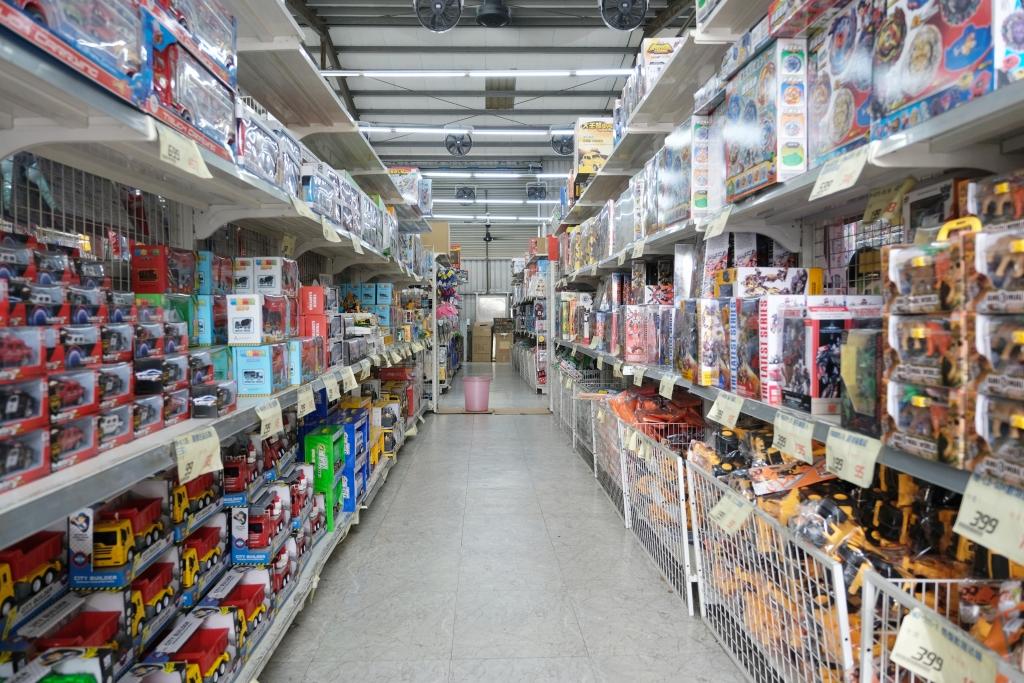 【台中西屯】春日部玩具批發超市:佔地寬廣的玩具批發店,玩具、書籍、文具、生活雜物,會員最低價5折起 @飛天璇的口袋