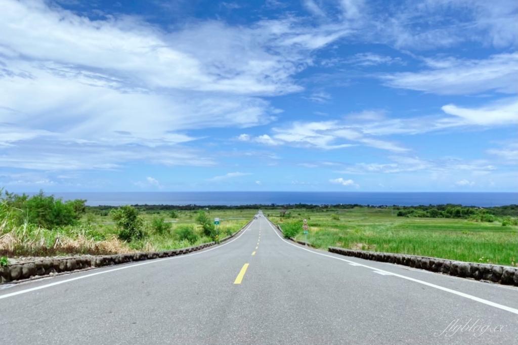 【台東長濱】金剛大道:筆直大道的盡頭是海天一色,媲美伯朗大道的東海岸美景 @飛天璇的口袋