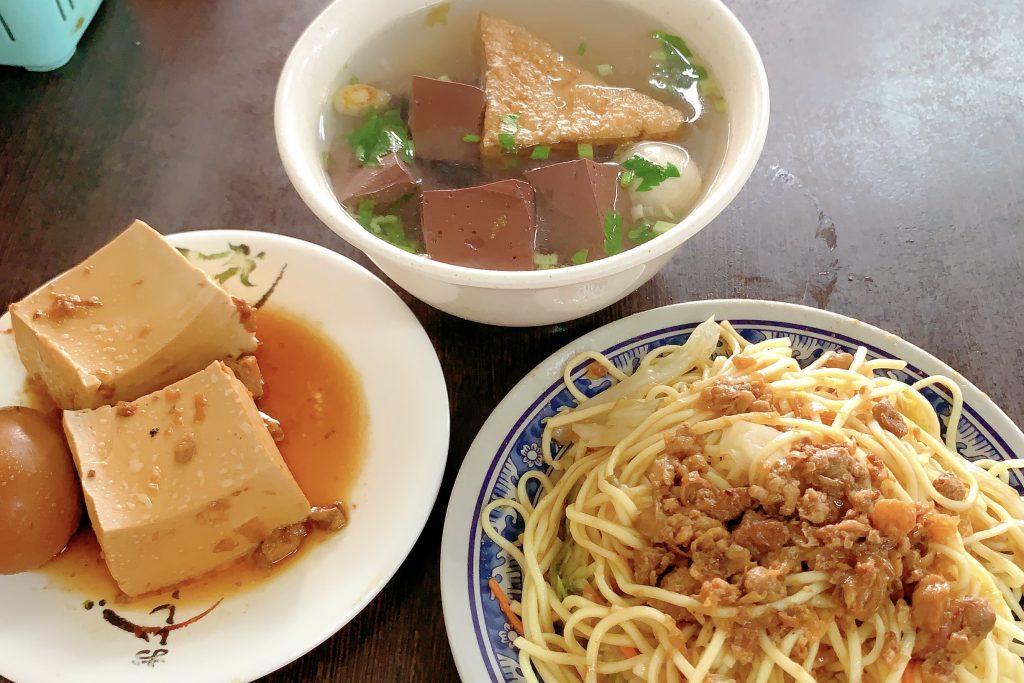 【台中西區】珍品小吃:模範街超好吃的米粉芋,可以單點米粉湯不要芋頭,朋友推薦炒麵台中第一 @飛天璇的口袋