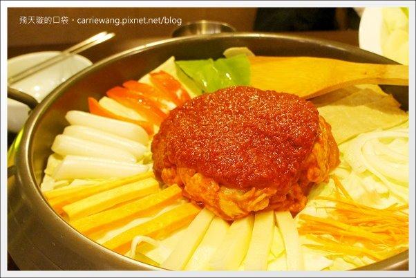 【台北美食推薦】紅通通韓式辣味鍋物。不用到韓國也可以吃到一隻雞哦! @飛天璇的口袋