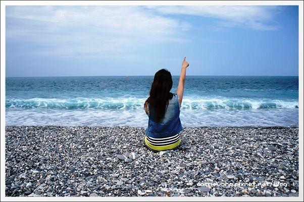 【花蓮旅遊景點】七星潭。藍天白雲,東部美麗的無敵海景與鵝卵石海岸 @飛天璇的口袋