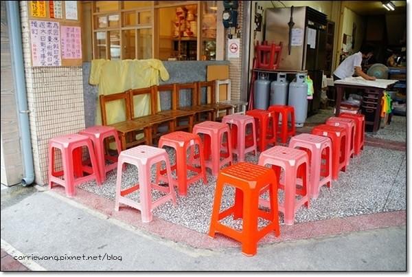 礁溪包子饅頭專賣店:坐板凳排隊的超人氣秒殺美食,平日可以接受預訂 @飛天璇的口袋