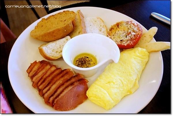 【台中早午餐】越界咖啡 Café Franchir。我懷念的,是聚會本身的意義~ @飛天璇的口袋