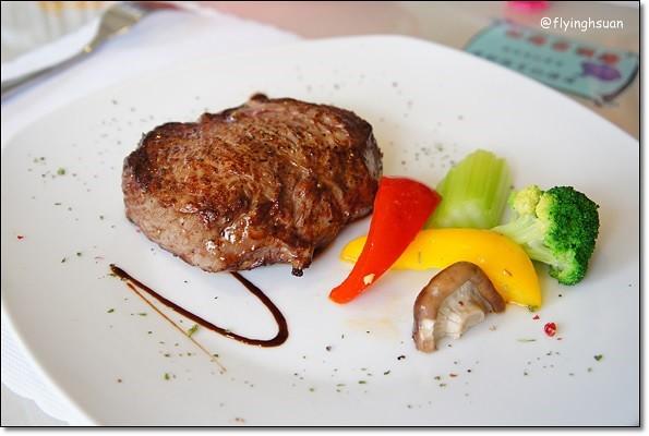 【台中牛排餐廳】日盛牛排館(日盛牛肉)。澳洲來的牛肉,很台式的牛排館 @飛天璇的口袋