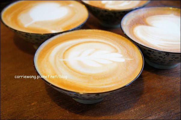 【台中下午茶】Dan Man Cafe.丹曼咖啡。隱身在巷弄間的老宅咖啡館,用碗喝咖啡,你試過嗎? @飛天璇的口袋