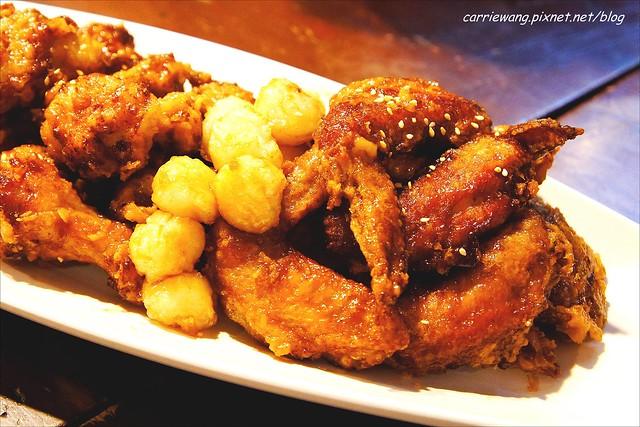 """朴大哥的韓式炸雞店:逢甲夜市人氣美食,初雪的日子,學韓劇""""來自星星的你""""中,千頌伊吃炸雞配啤酒… @飛天璇的口袋"""